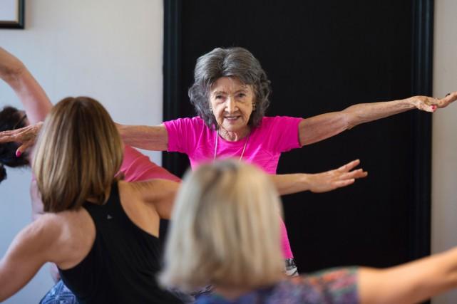 Doyenne mondiale des professeurs de yoga, Tao Porchon-Lynch est une femme qui a... (PHOTO AFP)