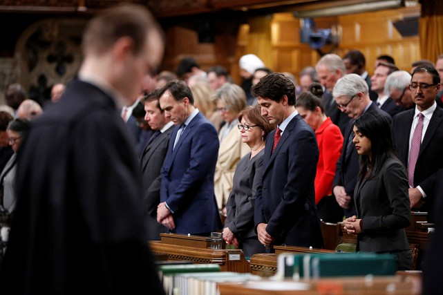 Lundi, le premier ministre Justin Trudeau et les... (PHOTO CHRIS WATTIE, REUTERS)