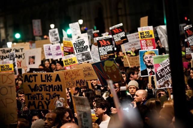 Des milliers de personnes ont manifesté contre le... (PHOTO REUTERS)