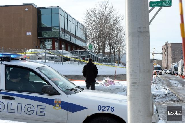 Une voiture de la police de Québec devant... (Photo Erick Labbé, Le Soleil)