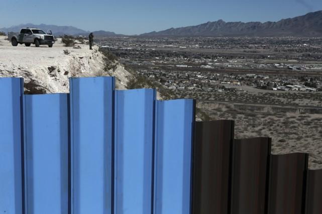 Donald Trump a signé un décret lançant un... (PHOTO AP)