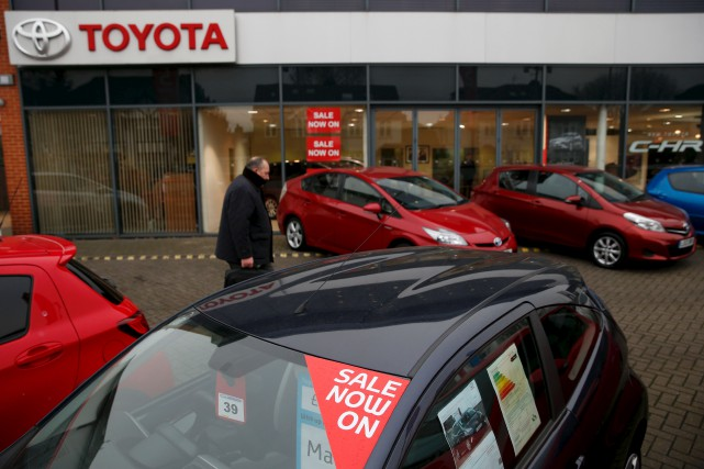 Toyota subit un essoufflement de ses ventes aux... (AFP, Adrian Dennis)