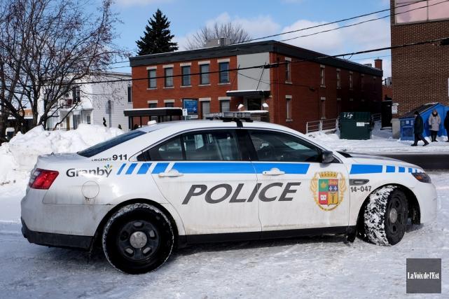 Les policiers de Granby ont assuré une surveillance... (Alain Dion, La Voix de l'Est)