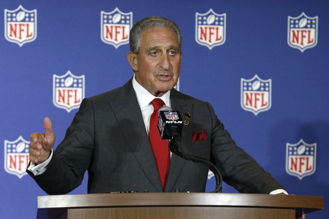 Le propriétaire des Falcons d'Atlanta, Arthur Blank.... (Photo Bob Leverone, archives AP)