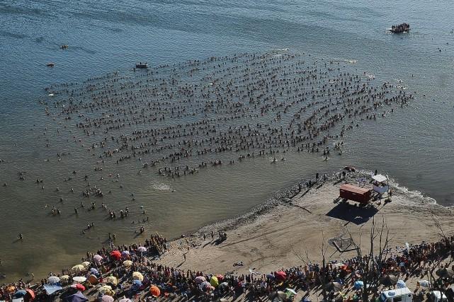 L'eau du lac Epecuen, neuf fois plus salée... (Photo Paula Ribas, AFP)