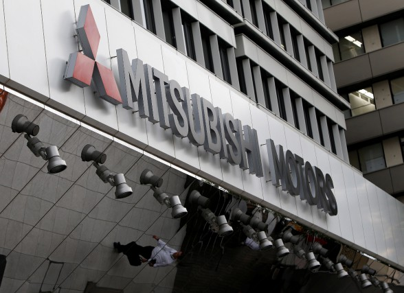 Le logo de Mitsubishi Motors, au siège social... (photo : REUTERS)