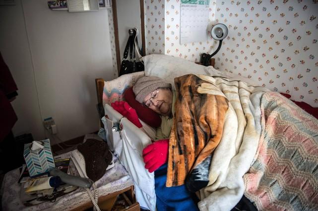 Laudia Savoie, une femme de 90 ans de... (Diane Doiron, PC)