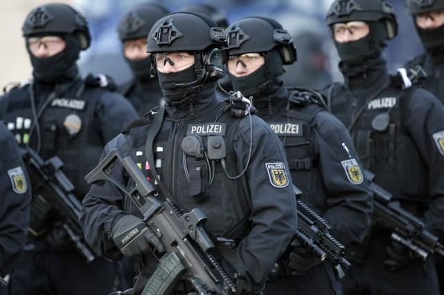 Trois personnes soupçonnées d'être liées au terrorisme islamiste ont été... (ARCHIVES AP)