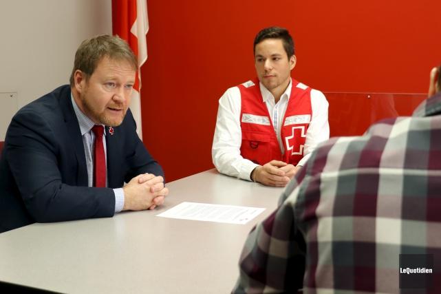 Le vice-président de la Croix-Rouge Québec, Pascal Mathieu,... (Photo Le Quotidien, Yohann Gasse)