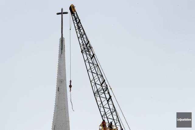 La croix de l'église Notre-Dame-de-Fatima de Jonquière a... (Photo Le Quotidien, Jeannot Lévesque)