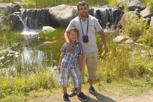 Une photo de Mohammed en compagnie de son... (fournie par la famille)