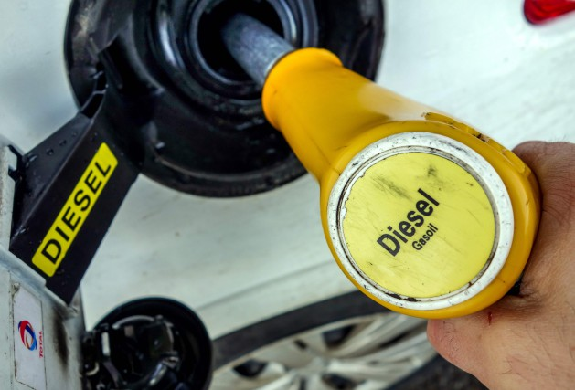 Le mot «gazole» --synonyme de diesel en France--... (Photos : AFP)