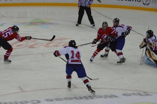 Guillaume Asselin (15) a mené la charge avec... (Photo: u sports international)