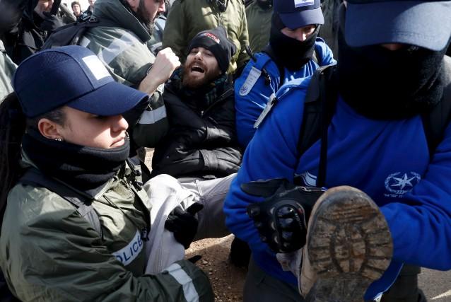 Les policiers ont fait face à une forte... (AFP, Jack Guez)
