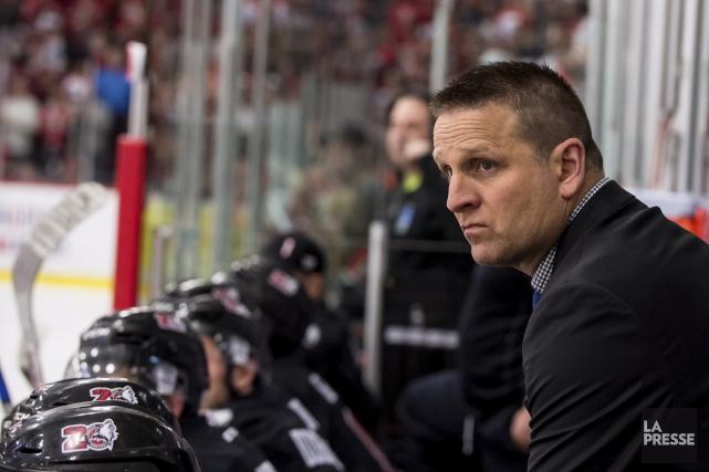 L'entraîneur des Huskies, Gilles Bouchard, doit composer avec...