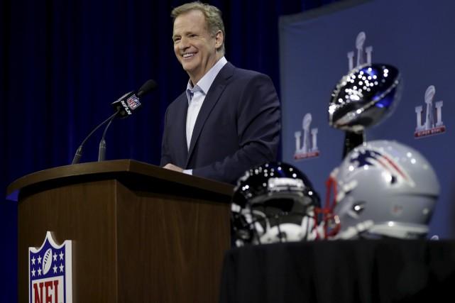 Le commissaire de la NFL Roger Goodell a... (AP)