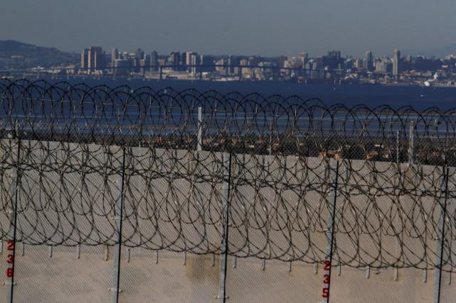 «Le mur sera construit d'abord là où c'est... (REUTERS)