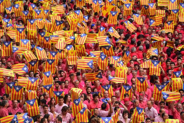 Le gouvernement indépendantiste catalan a dénoncé jeudi les «graves menaces» de... (Photo Lluis Gene, archives Agence France-Presse)