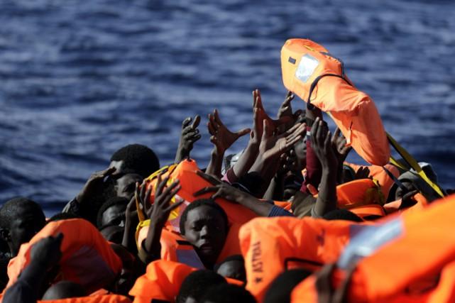 L'Italie a vu débarquer sur ses côtes en... (PHOTO AP)