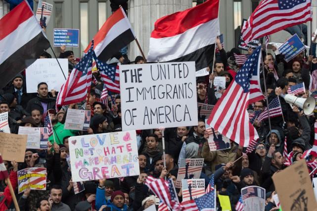 La plupart des personnes présentes étaient des hommes,... (PHOTO AFP)