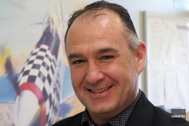 Le directeur de l'aéroport Roland-Désourdy, Robert Blais, est... (archives La Voix de l'Est)