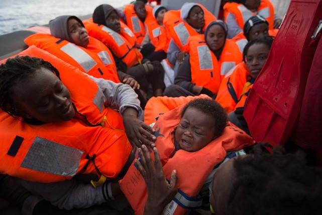 Des migrants partis de la Libye ont été... (Photo Emilio Morenatti, AP)
