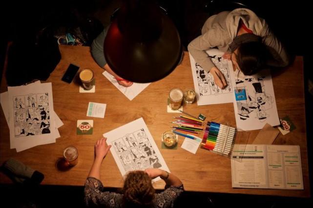 Soirée de coloriage à LaQuincaillerie en présence du... (Photo André Pichette, La Presse)