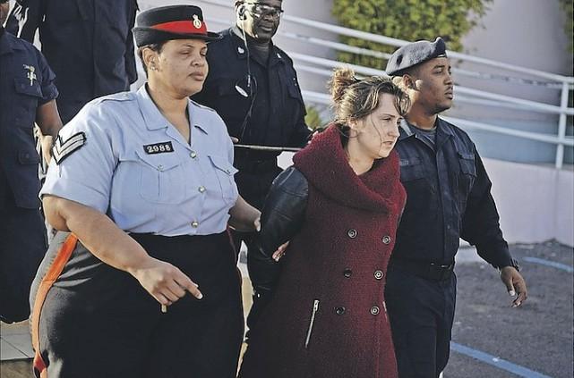 À la suite de son retour en cour... (The Tribune, Nassau)