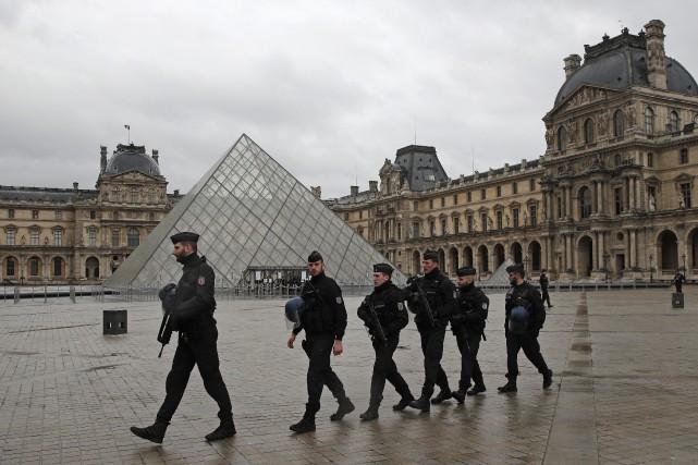 Les enquêteurs français pensent avoir identifié l'auteur de l'attaque menée... (Photo AP)