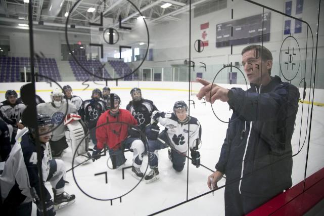 L'entraîneur des Cougars de Champlain, Stephan Lebeau, estime... (Spectre Média, René Marquis)