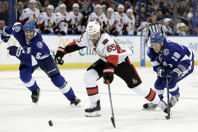 Erik Karlsson a un but et quatre passes... (Archives, Associated Press)