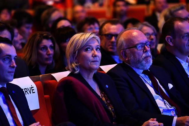 Marine Le Pen est en tête des sondages... (PHOTO JEFF PACHOUD, AFP)