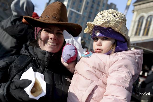 Coiffées de leur chapeau de cowboy, la petite... (Le Soleil, Yan Doublet)