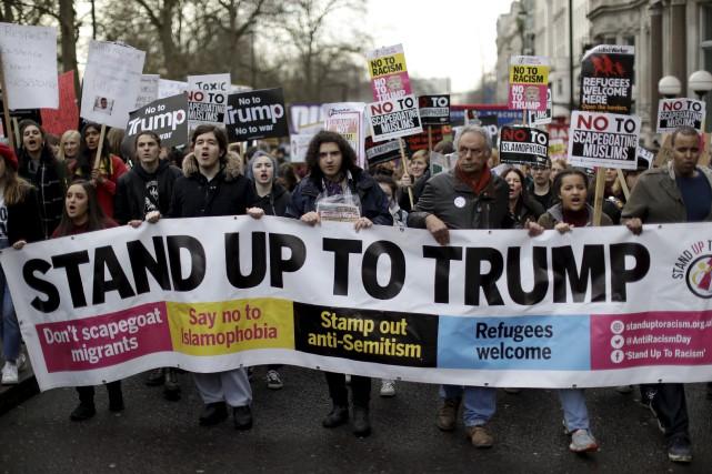 Les États-Unis ont rouvert samedi leurs frontières aux... (AP)