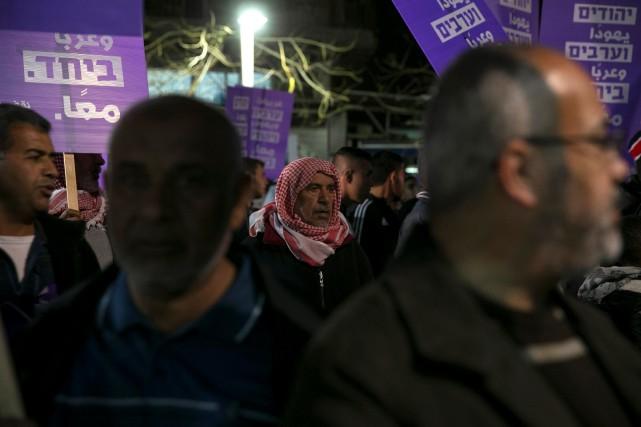 À la tête du défilé figuraient des députés... (Photo Baz Ratner, REUTERS)