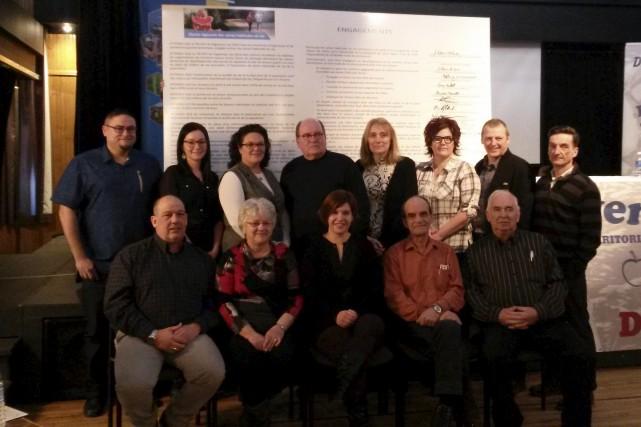 Plusieurs intervenants ont signé la charte régionale des... (Photo courtoisie)