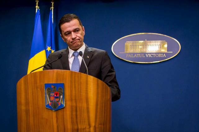 Le Premier ministre roumain, Sorin Grindeanu, s'est adressé... (AFP, Andrei Pungovschi)
