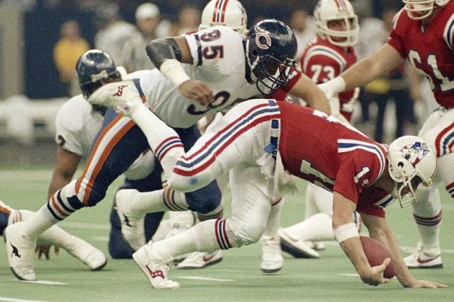 Lors du XXe Super Bowl, Steve Grogan a... (Associated Press)