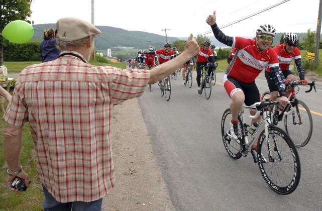 Les cyclistes du 1000km du Grand défi Pierre... (Archives Le Progrès-Dimanche, Michel Tremblay)