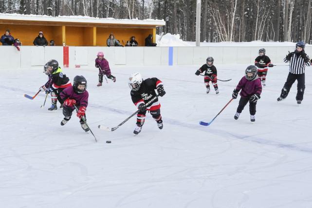 La popularité du hockey à l'ancienne ne se... (Photo Le Progrès-Dimanche, Gimmy Desbiens)