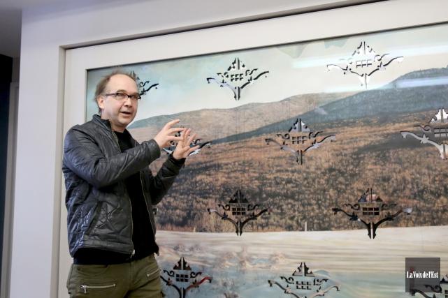 L'artiste Éric Lamontagne a dévoilé ses trois oeuvres... (Julie Catudal, La Voix de l'Est)