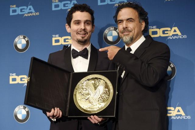 Damien Chazelle a reçu son prix des mains... (AP, Chris Pizzello)
