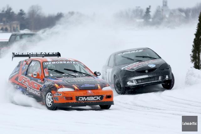 Dans la catégorie200 open, Maxime Sylvestre (voiture noire... (Julie Catudal, La Voix de l'Est)