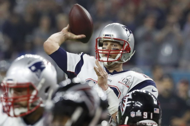 Tom Brady a récolté 466 verges par la passe... (Photo Robert Seale, Reuters)