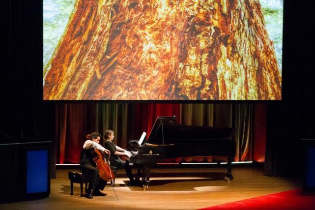 Le violoncelliste Stéphane Tétreault et la pianiste Lysandre... (Photo Ninon Pednault, La Presse)