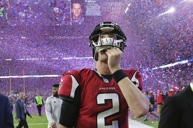 Le quart des Falcons d'Atlanta Matt Ryan quitte... (Photo AP)