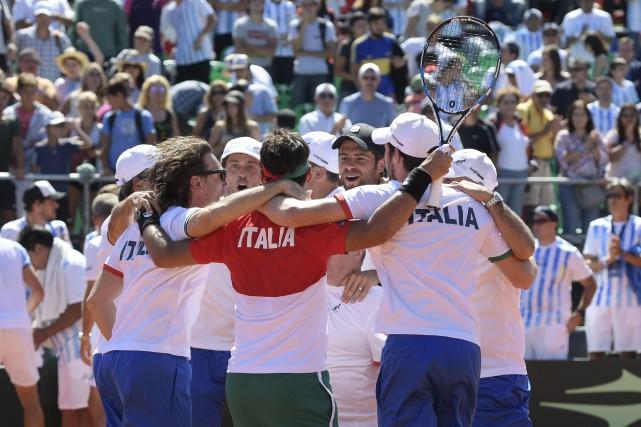 L'équipede l'Italie célèbre après avoir éliminé l'Argentine au... (Photo Juan Mabromata, AFP)