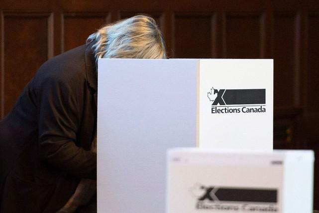 Le vote électronique pour les électeurs absents était... (Archives La Presse canadienne)