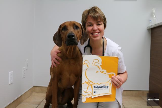La vétérinaire Mélissa Blackburn est accompagnée de son... (Audrey Tremblay, Le Nouvelliste)