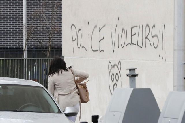 L'inculpation d'un policier pour le viol d'un jeune... (AFP, François Guillot)